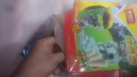 【玩具魔盒の食玩】倒霉熊童乐香脆棒玩具+蛋卷(玩具战斗机和哨子小鸟)