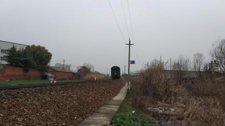 宁芜铁路K156次通过宁芜线63km弯道
