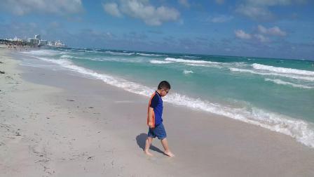 【6岁半】2-9哈哈在世界十大海滩迈阿密南海滩下海裤子湿了VID_130626