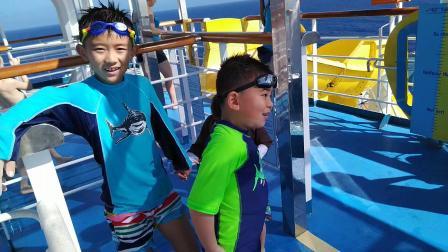 【6岁半】2-11哈哈在嘉年华游轮玩水上刺激滑滑梯VID_152924