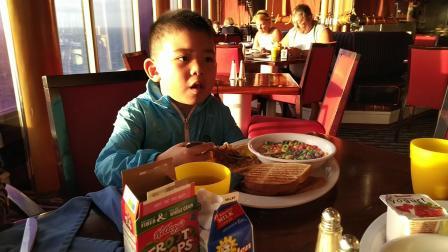 【6岁半】2-11哈哈嘉年华邮轮海上早餐丰盛最爱五彩甜甜圈VID_122848
