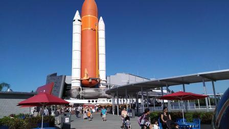 【6岁半】2-18哈哈在奥兰多NASA中心玩水里推动巨大石球VID_154825