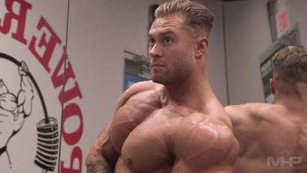 IFBB运动员Chris Bumstead造型教程