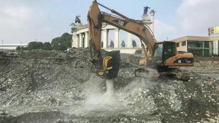 卡特挖机粉碎鹅卵石再硬的石头都给你分分钟碎成渣