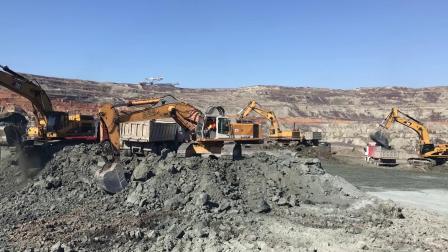 利勃海尔R964挖掘机装车