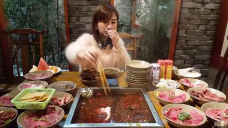 大胃王密子君(自助火锅)吃垮一家是一家,饲养员鹏鹏你到底说谁是猪?吃播吃货美食!_美食圈_生活