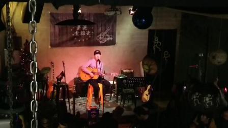 吉他之家聚会帽子小哥弹唱赵雷的《人家》