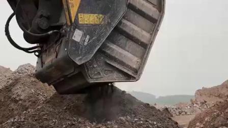 三一重工365挖机配BF120粉碎硬质沙石
