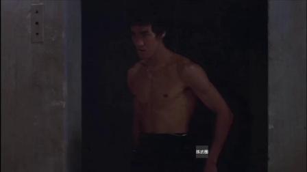 成龙年轻时与李小龙唯一的一次合作, 在打斗中被李小龙直接秒杀!