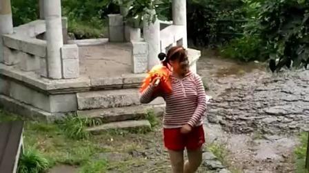 小洋傘雨中游苏州三山岛……苏庚亥晴拍摄