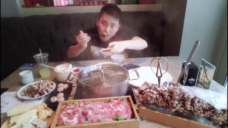 大胃王狮子海南椰子鸡火锅