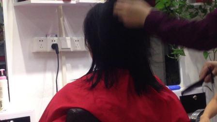 马丽剪发 理发 修发 做头发 剪头发的小姑娘