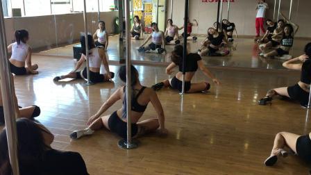 青羊区舞蹈培训星秀钢管舞培训钢管舞小班课爵