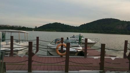 西山漾乘快艇
