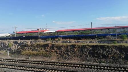 呼包D21499牵引大列与T4201次与T303次会车