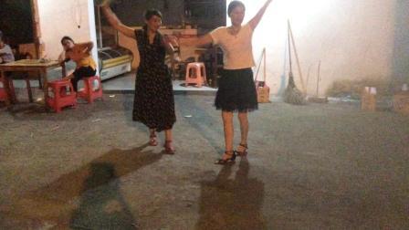 上饶筑城广场舞《呼伦贝尔》三步踩IMG_0363