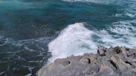 【6岁半】2-12哈哈来到墨西哥火山岩沙滩海水非常蓝VID_142641
