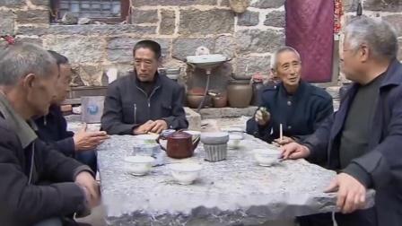 中国独有的公路,挂在悬崖峭壁上,全村人靠双手挖了5年