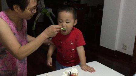 对对生日吃蛋糕