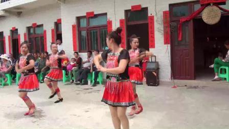 谷通美女跳舞