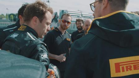 兰博基尼Aventador SVJ与纽博格林赛道
