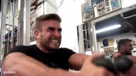 我在Ryan Terry - 与威廉博纳克和尼尔山的卵石肩部训练截取了一段小视频