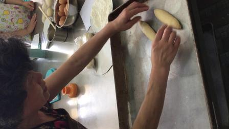 20180729葱油培根面包整形