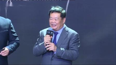 红旗60周年首批红旗L5车主靳东轿车仪式