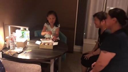 妈妈给我过生日,吹蜡烛,许愿,切蛋糕