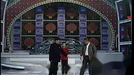 我在小品《卖拐》论忽悠只服赵本山, 范伟的腿都被本山大叔给忽悠瘸了!截取了一段小视频