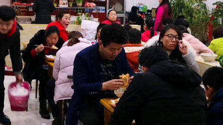 乡村大嫂进城卖滕州菜煎饼 二十年后成了……………