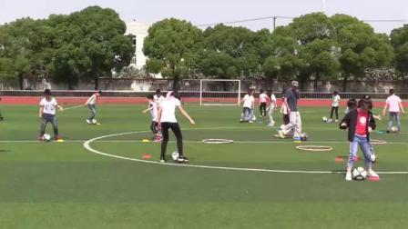 《脚内侧踢球》优质课(科学版三年级体育,周志刚)