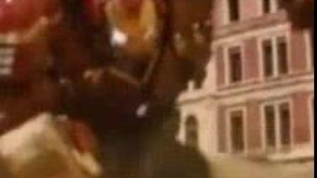 我在钢铁侠的这套盔甲帅到炸裂, 绿巨人被按在地上打没有一点还手之力截了一段小视频