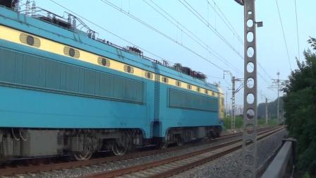 2018年7月14日拍火车——SS4G6130牵引上行敞车货列通过顺义铁路道口