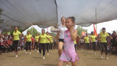 国家提倡推广四大广场舞之一—《一起来运动》