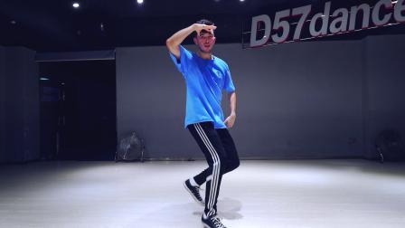 【D57职业舞者进修营】——美国导师ELI编舞《3BELOW》舞蹈视频