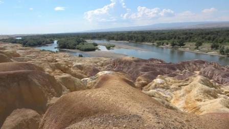 新疆旅游-五彩滩、魔鬼城