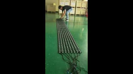 LED网格软屏 滚叠和折叠装效果对比— 威特姆光电
