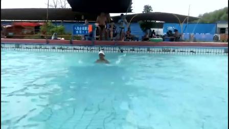 大孙初学游泳第一期圆满结业