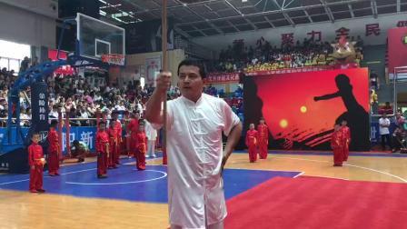 第四届全国青少年红拳大赛暨红拳跑拳打手擂台赛开幕式红拳传人展演鞭杆。
