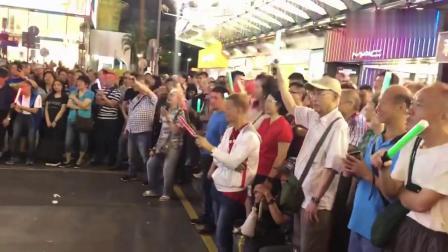 旺角街头美女演唱叶振棠《胜利双手创》,太好听,吸引数百人围观
