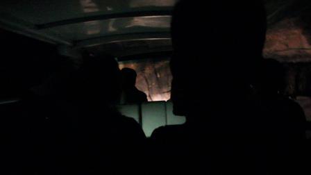 时空隧道冷得打寒颤,男子尖叫到了南北极,就像吃了100只冰糕!