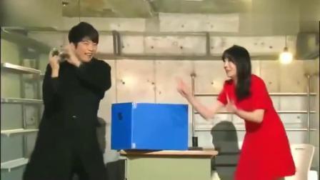 韩国美女帅哥搞笑斗舞,后面让你心惊肉跳