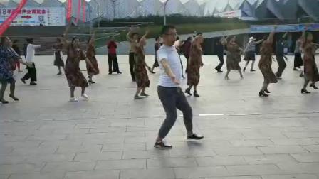 体育中心锅庄舞——阿妈的酥油茶