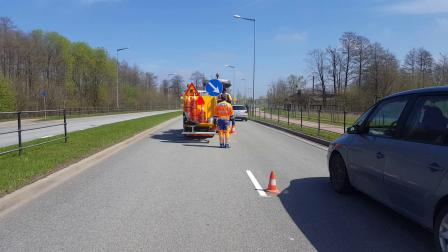 BM 5000 T在拉脱维亚城市道路上热熔挤出式施工