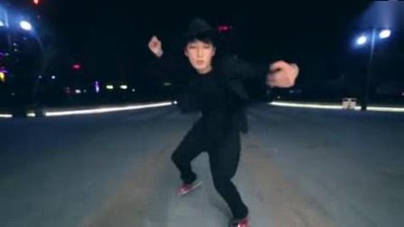 我在韩国轮滑欧巴YJS 轮舞MV As long as you love me 轮滑舞蹈截了一段小视频