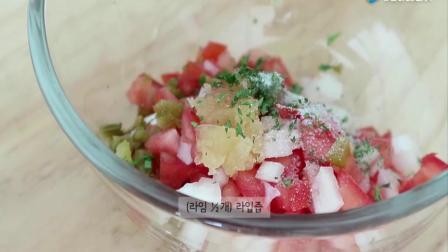 韩国美女自制减肥美容沙拉 加上一盘炸鸡块更完