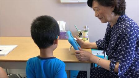 小宝四岁八个月,自闭症。小宝接受中文语言测试