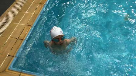 2018.08.22.灏哥学游泳