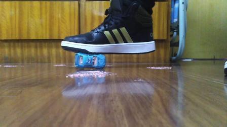 运动鞋踩踏1